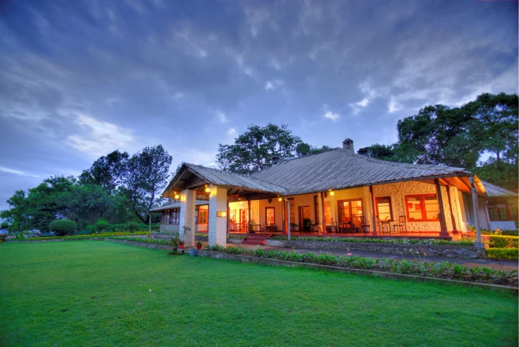 valparai, pollachi, resorts, responsible travel, sinnadorais, property review, colonial bungalow, parry agro, tea bungalows, gaur, great pied hornbill, papyrus,