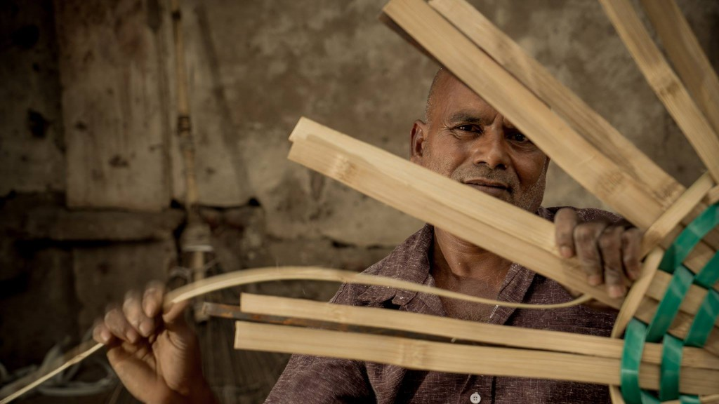 Pollachi, pollachi papyrus, studio a, discover tamilnadu, amar ramesh, outdoor, landscpae, responsible tourism, aliyar, valparai, sethunmadai, samathur, shenbaga vilaasam, basket weaver, padhaneer,