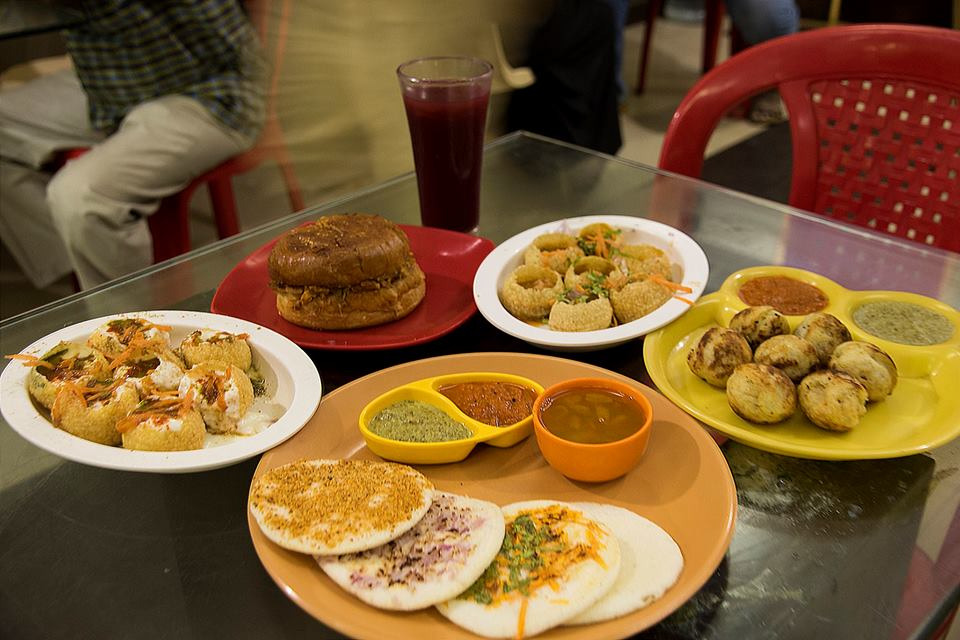 Taste It, Fast food, chat items, vada pav, burger, arabian pulpy grape juice, pollachi, pollachi papyrus, local treats, places to eat, fish, dam fish, fish curry, meals, full meals, south indian restaurant
