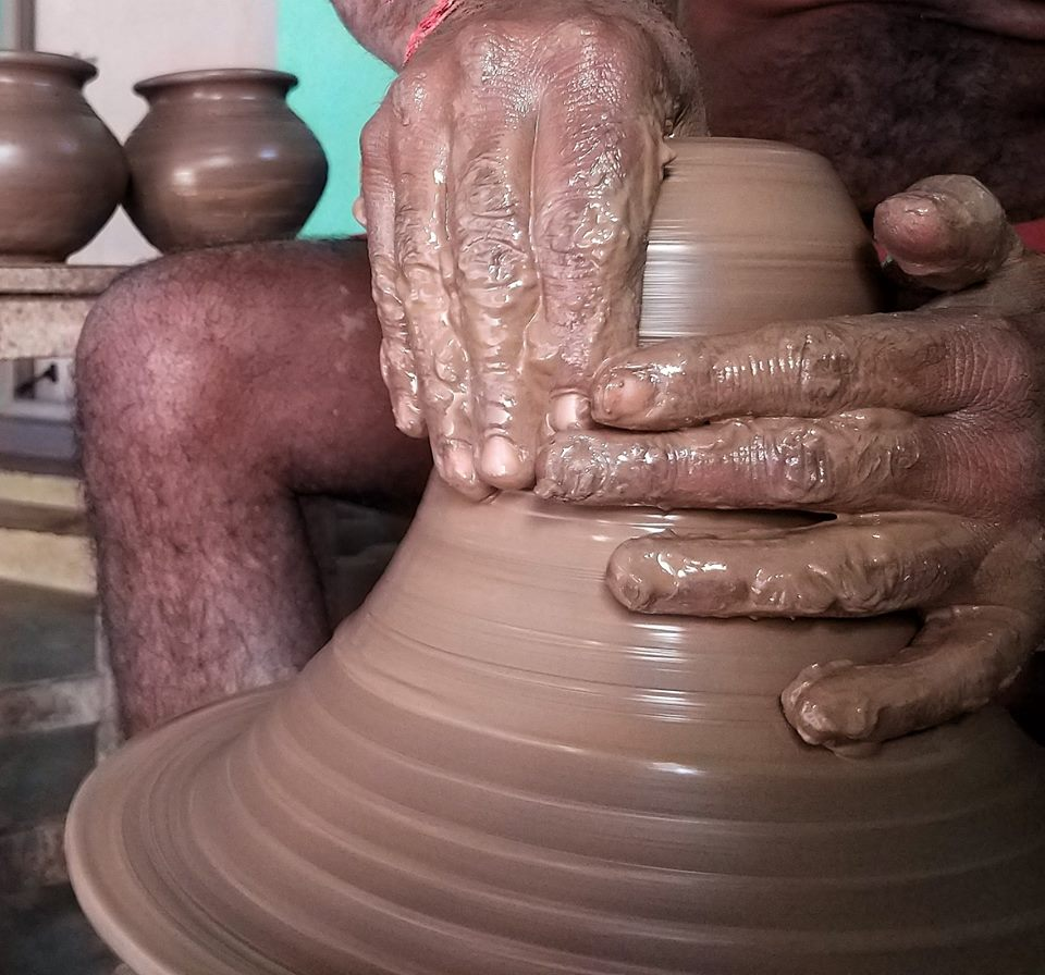 pottery workshop, pollachi, pollachi papyrus, travel blog, sethumadai, iyal farms, koodam workshop, learn while travel, responsible tourism,, firing, kiln, traditional pottery, clay, clay making, moulding, lamps, pots, wheel pottery, pottery classes, eco tourism, potter